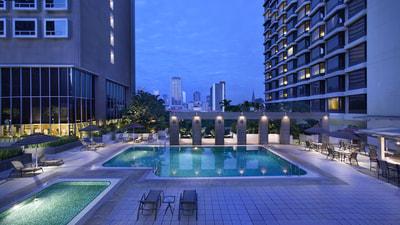 Carlton hotel singapore business hotel singapore facilities for Swimming pool equipment singapore